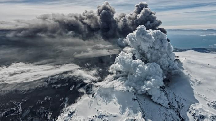 Vulkanausbruch: Der Eyjafjallajökull ist der sechstgrößte Gletscher Islands. Unter ihm schlummert der gleichnamige Vulkan, der zuletzt im Frühjahr 2010 ausbrach.