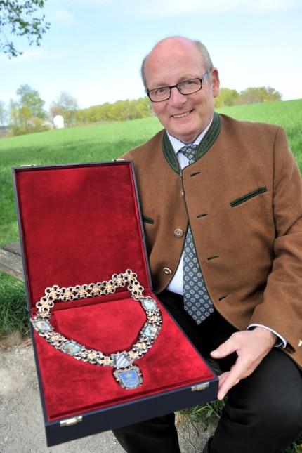Berg: Rupert Monn mit der neuen Bürgermeisterkette