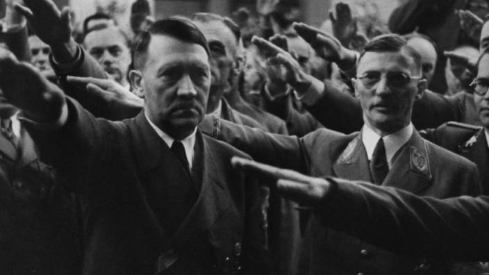 Joseph Goebbels, Adolf Hitler, Münchens damaliger Oberbürgermeister Karl Fiehler, Philipp Bouhler und Ulrich Graf, ehem. Leibwächter Hitlers im Bürgerbräukeller