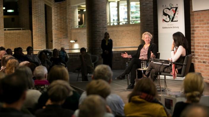 Annette Ramelsberger spricht beim SZ-Werkstattgespräch im Forum der Stadtbibliothek Am Gasteig über: Terror vor Gericht, vor allem über den NSU-Prozess.