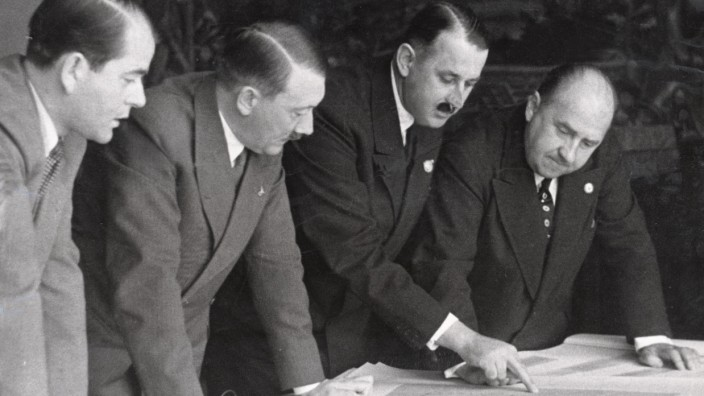 Hitler mit Speer und Esser