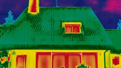 Fenster am Haus: Thermographische Aufnahmen machen deutlich, an welcher Stelle des Hauses Wärme entweicht. Schwachstellen sind häufig veraltete Fenster.