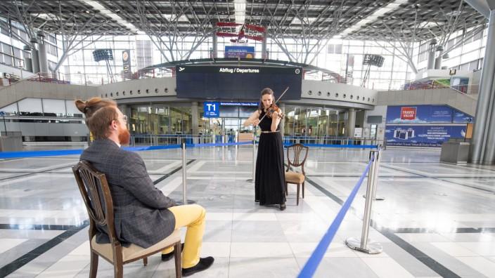 Coronavirus - 1-zu-1-Konzerte im Flughafen Stuttgart
