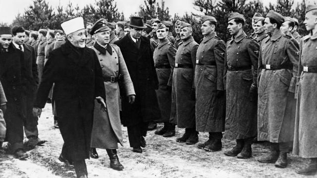 Großmufti Mohammed Amin al-Husseini bei bosnischen Freiwilligen, 1944