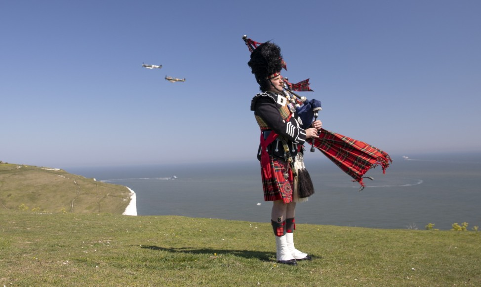Pipe Major Andy Reid Commemorates 75th Anniversary Of VE Day On The Cliffs of Dover