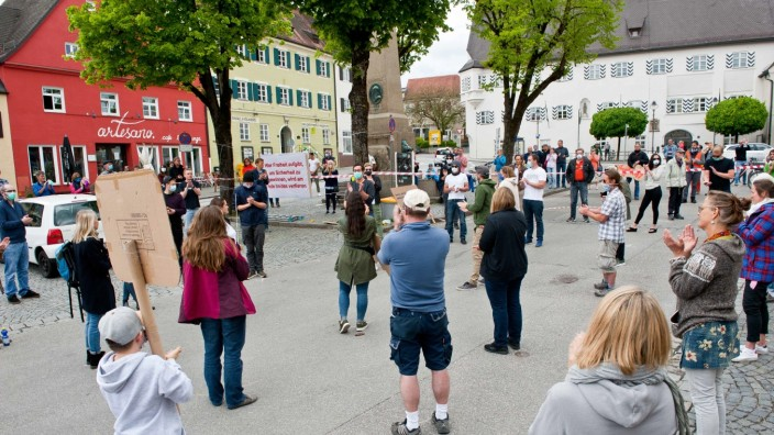 Kommentar: In Ebersberg wurde jüngst eine Demo gegen die Einschränkung der Grundrechte in der Corona-Krise durchgeführt. Wolfgang Darchinger war der Initiator.
