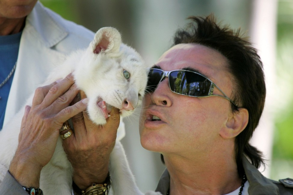 FILE PHOTO - Illusionist Roy Horn nuzzles a 6-week-old tiger cub at his home in Las Vegas