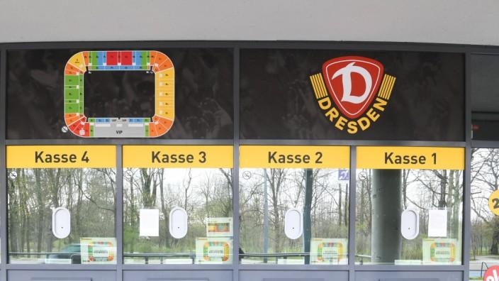 GER Sachsen Dresden Corona Pandemie - Kassen von 2. Bundesligist Dynamo Dresden - verweist 030420 ddbd *** GER Sachsen D; Dresden