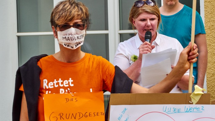 Corona-Demo 'Grundgesetz respektieren' in EBE