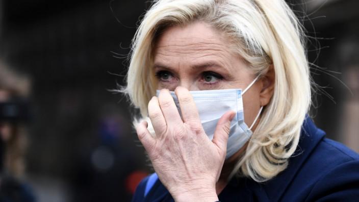 Corona-Pandemie: Inszeniert sich als Fürsprecherin aller, die wegen der Pandemie ihren Job verlieren: Marine Le Pen, Chefin des rechten Rassemblement National.