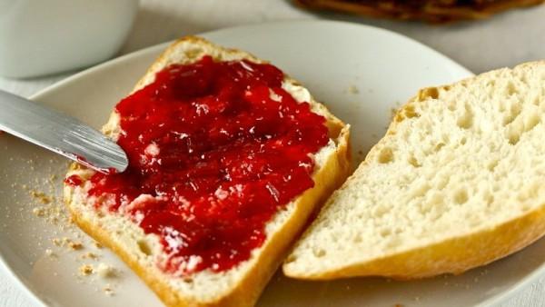 Das Rezept: einfache hausgemachte Himbeer-Rhabarber-Marmelade von Christina Metallinos