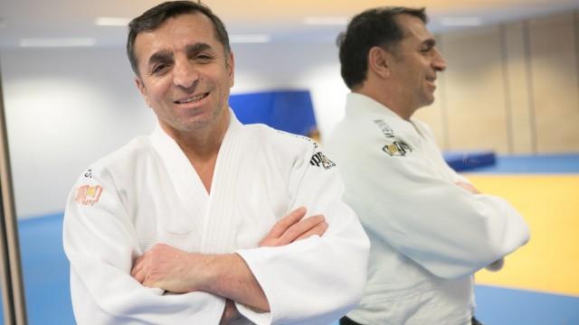 Yusuf Güngörmüs, deutscher Judo-Trainer des Jahres auf genommen in einer Halle des Sportgymnasium München Nord, Knorrstr
