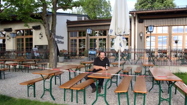 Biergärten werden für Öffnung vorbereitet