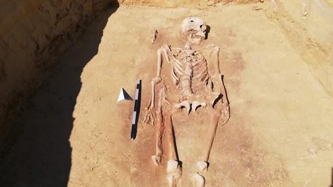 Oberding: Einen außergewöhnlichen Fund auf dem Gelände der künftigen Schulsportanlage: das Grab eines römischen Soldaten.