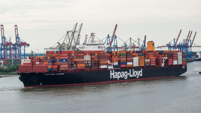 Containerschiff 'Guayaquil Express' in Hamburg