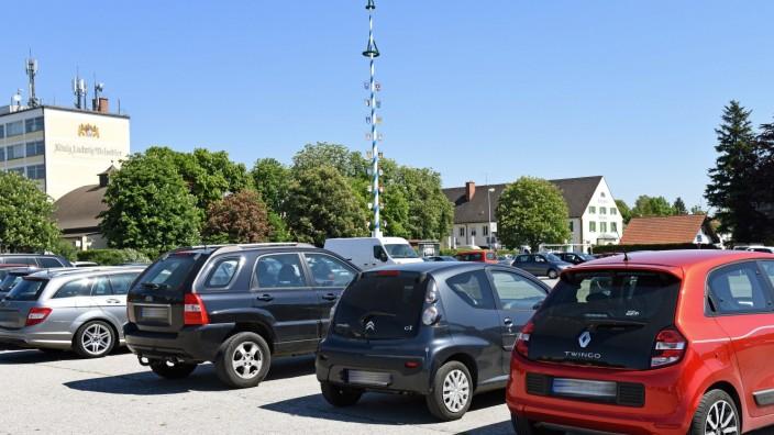 Fürstenfeldbruck: Die meiste Zeit des Jahres ist der Brucker Volksfestplatz ein Parkplatz. Nun verwandelt er sich für sechs Wochen in ein Autokino.