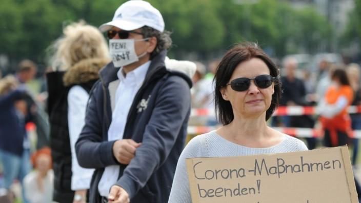 Corona-Proteste: Teilnehmer einer Demonstration gegen die Corona-Maßnahmen in München am 16. Mai.