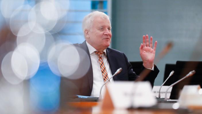 Zum Ende der Legislaturperiode: Laut Spiegel will sich Horst Seehofer zum Ende der Legislaturperiode aus der Politik zurückziehen.