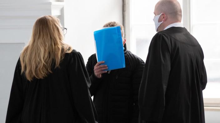 Frau mit Benzin übergossen und getötet - Urteil  erwartet