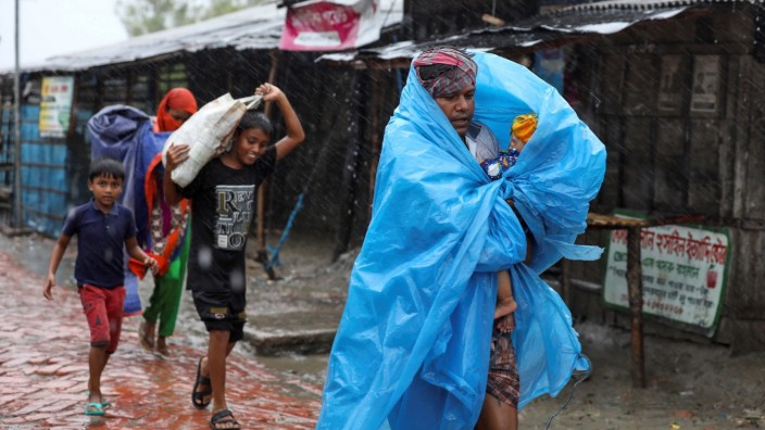 People make their way to a safer place before the cyclone Amphan makes its landfall in Gabura outskirts of Satkhira district