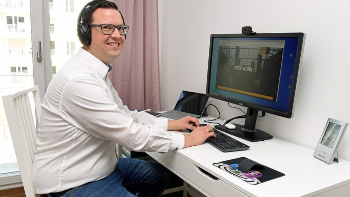 Home-Office: Florian Rzytki von Provectus hat seinen Arbeitsplatz im Kinderzimmer seiner Töchter eingerichtet.