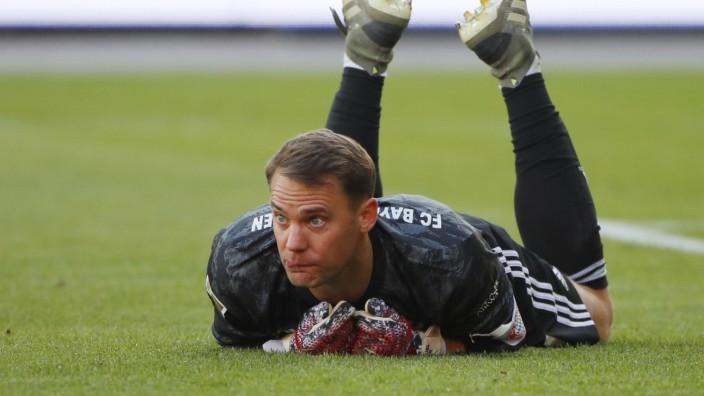 FC Bayern: Stammplatz Strafraum: Manuel Neuer bleibt in seinem Hoheitsgebiet.