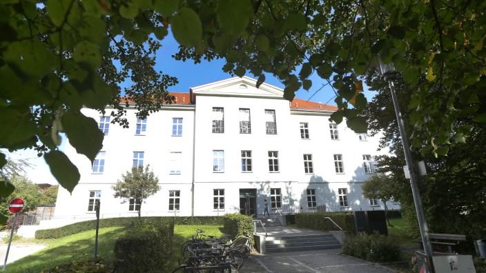 Noch immer keine Präsenzkurse an Volkshochschulen: In der Freisinger Volkshochschule weiß noch immer niemand, wie es weitergeht, wann eine Öffnung möglich ist.