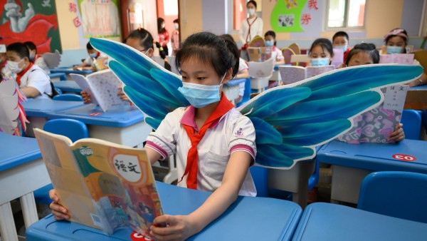 May 20, 2020, Taiyuan, Sichuan, China: The pupils wear wings to keep social distance during the outbreaks of COVID-19 i