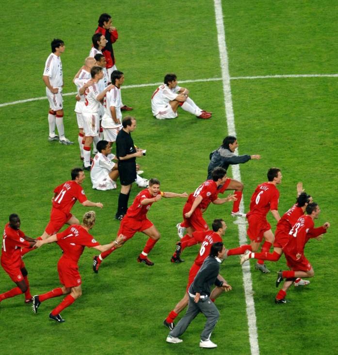 Steven Gerrard (Liverpool Captain) and the team celebrate the winning Penalty kick. CHAMPIONS LEAGUE FINAL : Liverpool; Gerrard