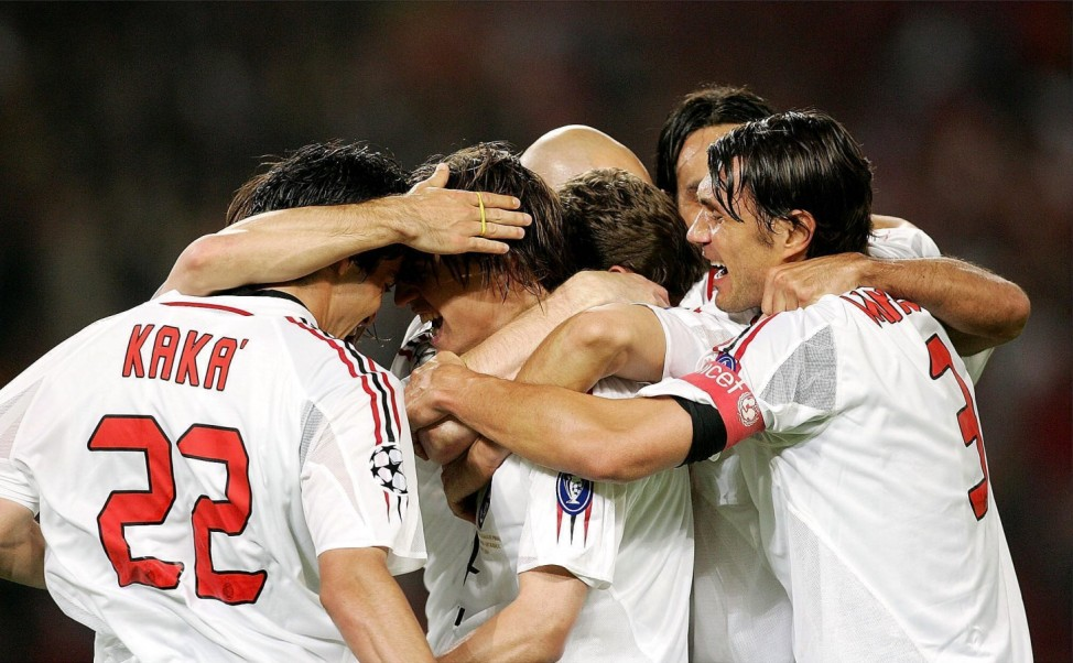 Torjubel Milan um den Spieler Kaka (li.) herum; champions league milan liverpool 2005