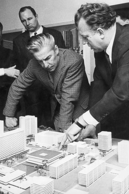 Herbert von Karajan mit Josef Schörghuber, 1969