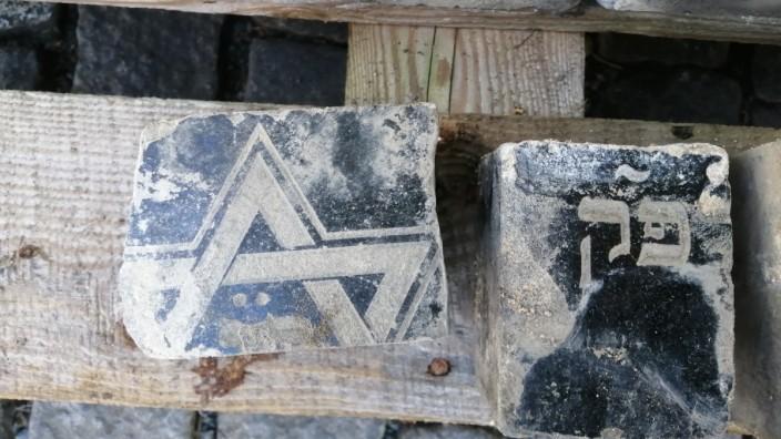 Prag Wenzelsplatz Pflastersteine aus jüdischen Grabsteinen