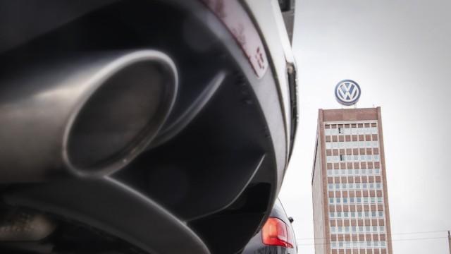25 03 2019 xkvx Wirtschaft Volkswagen Werk Wolfsburg Zentrale Hochaus Konzernzentrale Auspuff