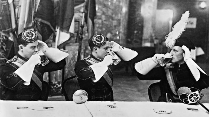 Korpsstudenten bei einem Kommers, 1933