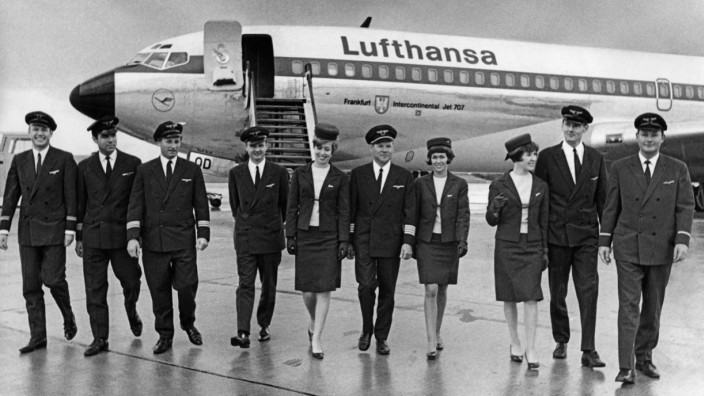 Besatzungsmitglieder am Flughafen München-Riem, 1968