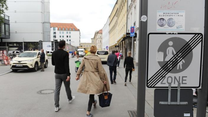 Die Dienerstraße in der Münchner Altstadt - vom Rathaus aus fotografiert.