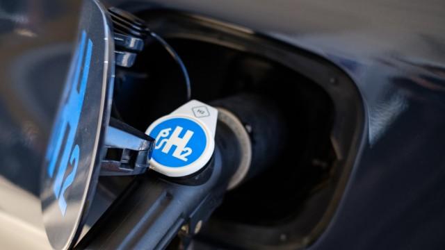 Niedersachsens Umweltminister eröffnet Wasserstofftankstelle