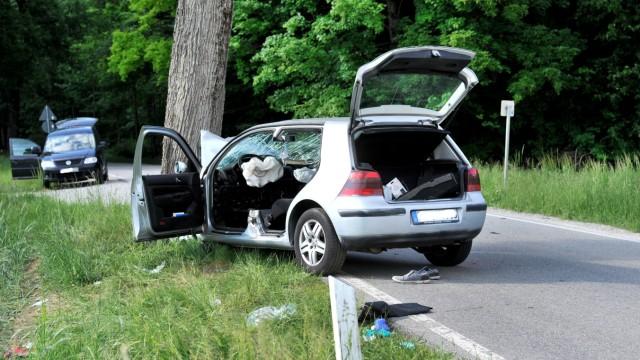 Perchting:  Seefelderstrasse Baum-Frontalunfall des Attentäters