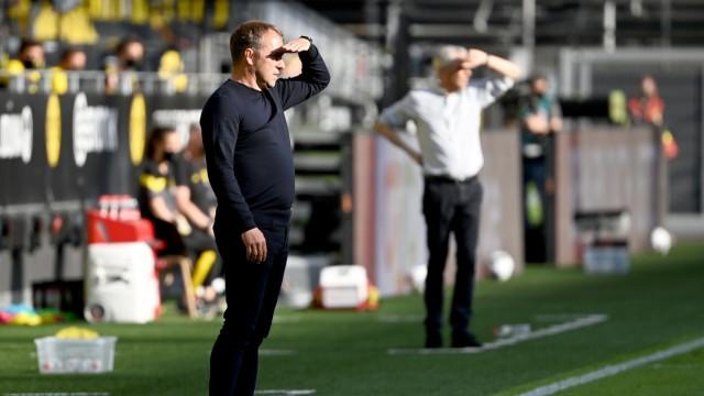 Bayern gewinnt beim BVB: Im Land der untergehenden Sonne zeigt sich Hansi Flick im Duell der Trainer gegen Lucien Favre weitsichtig.