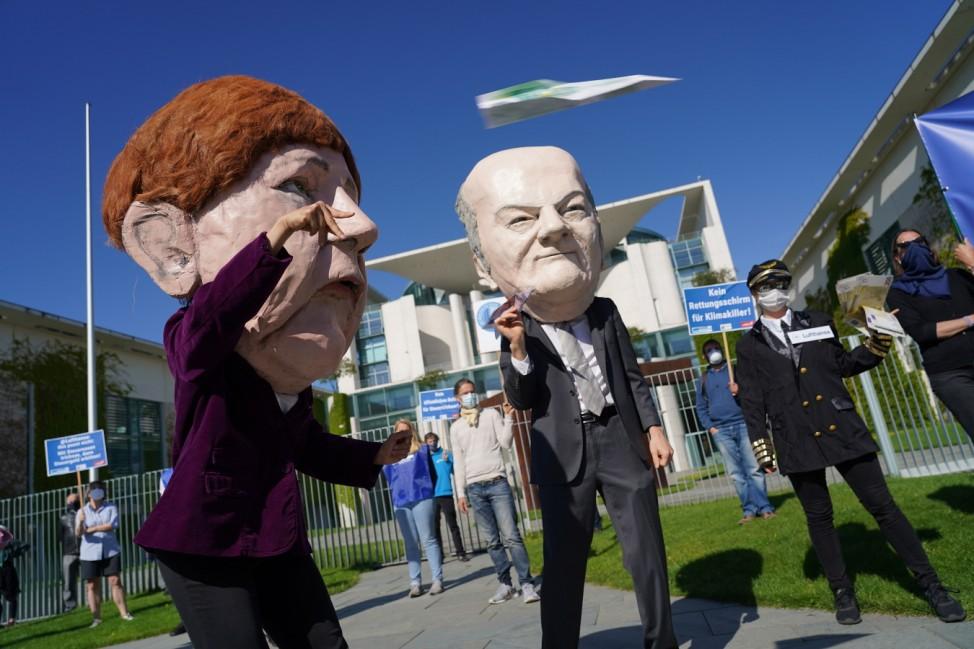 Activists Protest Against Lufthansa Bailout
