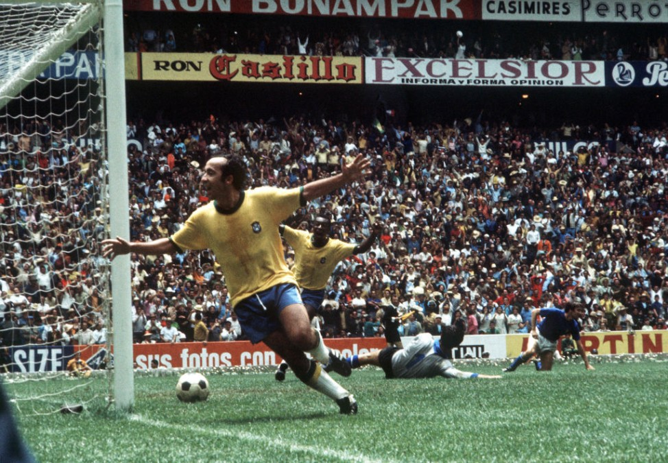 Football. 1970 World Cup Final. Mexico City, Mexico. 21st June, 1970. Brazil 4 v Italy 1. Brazil's Tostao (left) and Pele celebrate the fourth goal scored by captain Carlos Alberto to seal their historic win.; WM 1970