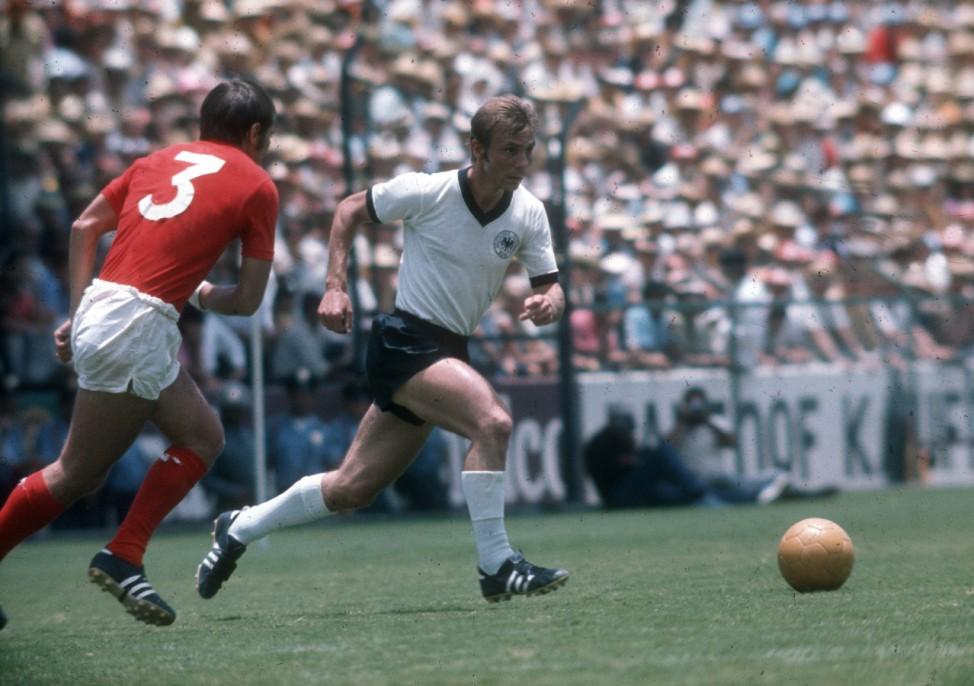Reinhard Stan Libuda BR Deutschland gegen Terry Cooper England; WM 1970