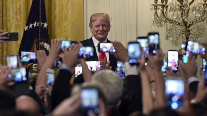 Donald Trump bei Feier im Weißen Haus