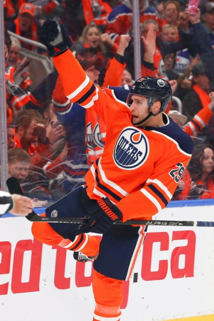 EDMONTON, AB - OCTOBER 02: Edmonton Oilers Winger Leon Draisaitl (29) celebrates his first goal of the season and the g