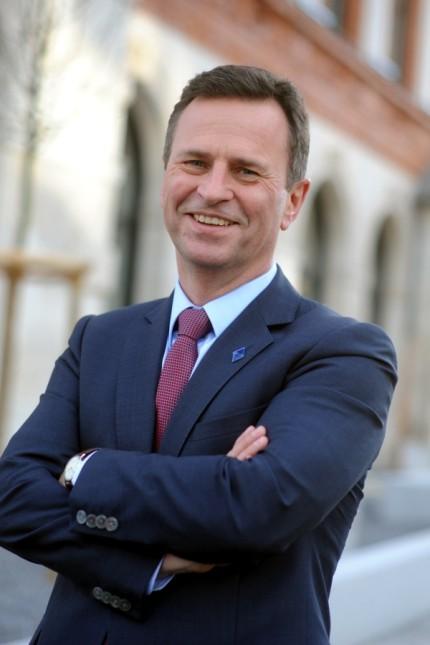 Manfred Gößl vor der IHK in München, 2018