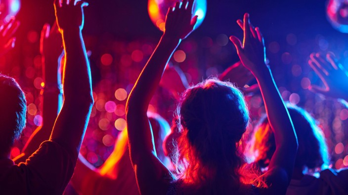 Dancing party model released Symbolfoto PUBLICATIONxINxGERxSUIxAUTxONLY Copyright xpressmasterx Pan