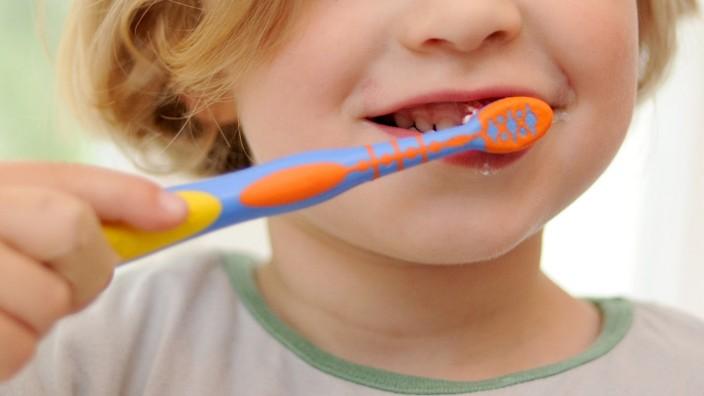 Ein wichtiges Ritual: Wie Kinder das Zähneputzen lernen