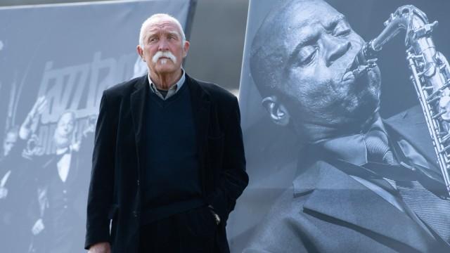 Der Musiker Günter Baby Sommer - Demonstration Stumme Künstler