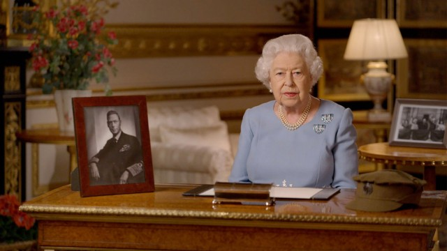 Entertainment Themen der Woche . 08/05/2020. Windsor Castle, United Kingdom. Queen Elizabeth II during her television ad