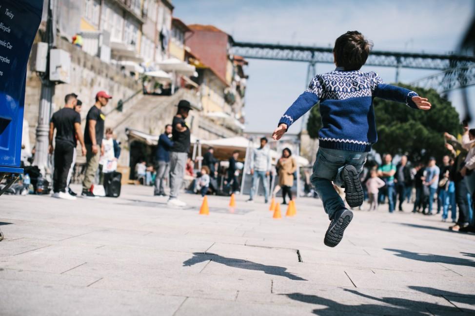 Kind fliegt Kindersprüche Kindermund